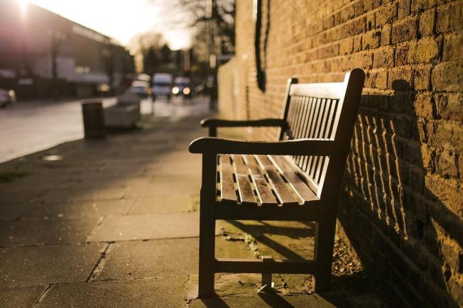 bench-731193_1920