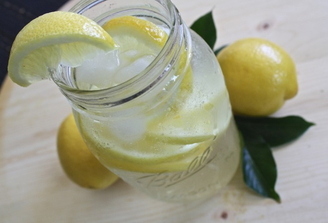 lemon-water-1420277_1920